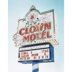 Clown-Motel-Felix-Baumsteiger